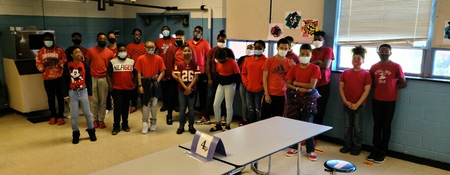 Dillard Middle School students in the cafeteria